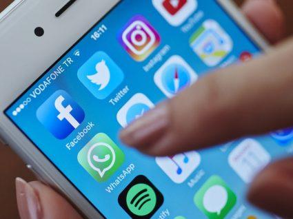 Como ler mensagens no WhatsApp e no Facebook sem que a outra pessoa saiba