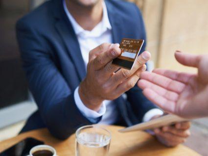 Vantagens fiscais e sociais do cartão de refeição que deve conhecer