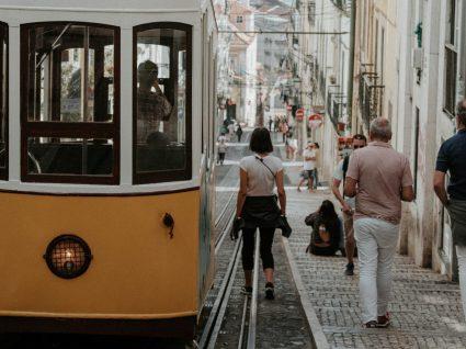 Descubra a nacionalidade dos turistas que visitam Portugal