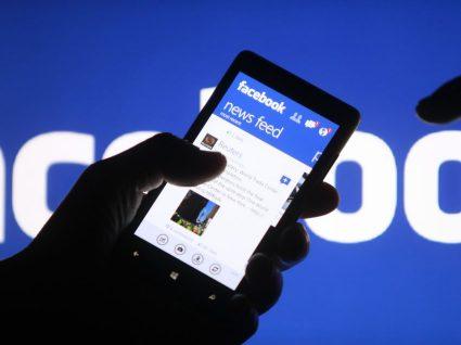 Bruxelas pressiona Facebook pelo fim das notícias falsas