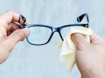 Como limpar os óculos sem danificar as lentes: todos os segredos