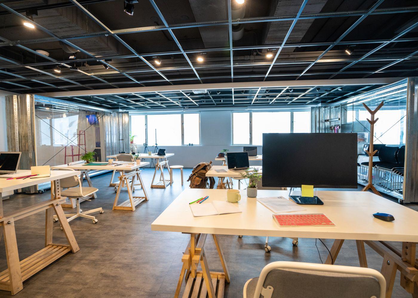 escritório open space vazio