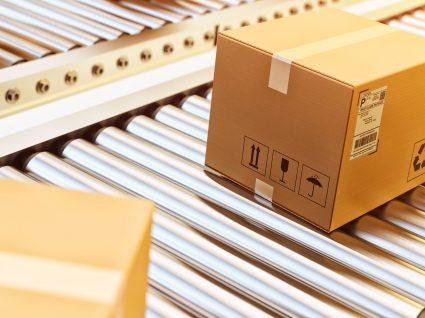 sistema de entrega de encomendas que vão ser depositadas em cacifos automáticos