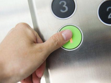 Vivo no rés-do-chão, tenho que pagar elevador ao condomínio?