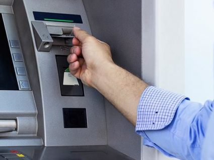 Parlamento aprova alargamento dos serviços mínimos bancários