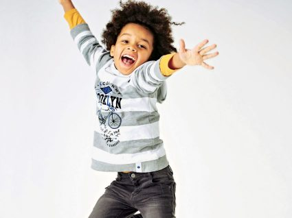 6 peças de roupa em saldo que vai querer comprar para o seu filho