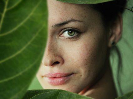 13 hábitos diários de mulheres com pele perfeita