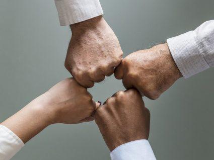 Como lidar com pessoas invejosas no trabalho: 7 dicas essenciais