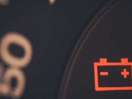 9 dicas para poupar a bateria do carro