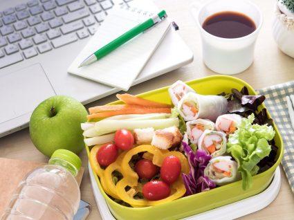 8 dicas para poupar nas refeições no emprego sem deixar de comer bem