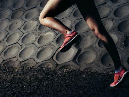 Corridas noturnas? 6 sugestões de roupa refletora para correr