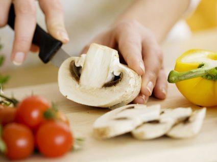 9 vegetais que não deve comer crus