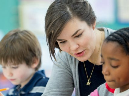 Governo aprova vinculação de mais de 3 mil professores precários