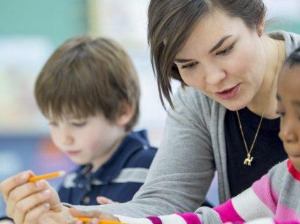 Há centros de estudos a recrutar professores