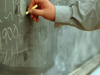 Professores têm de assinar duas vezes o contrato de rescisão