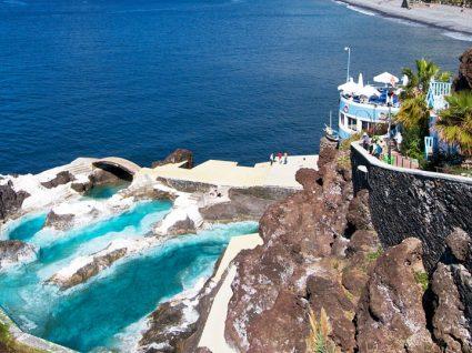 A piscina natural mais desejada deste verão é portuguesa