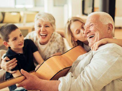 Novo estudo confirma: quem convive mais vive mais