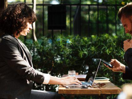 Como agir numa entrevista de emprego: 5 dicas