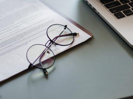 Qual é a duração máxima do contrato de trabalho a termo incerto?