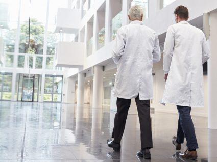 Governo abre concursos para médicos assistentes graduados seniores