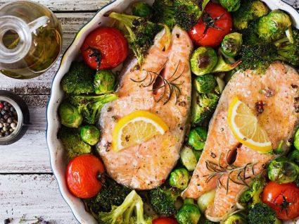 3 receitas rápidas com salmão, prontas em 30 minutos