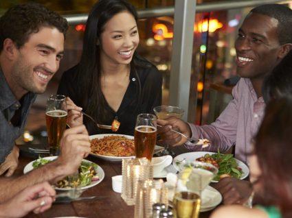 3 receitas saudáveis para um jantar de amigos inesquecível