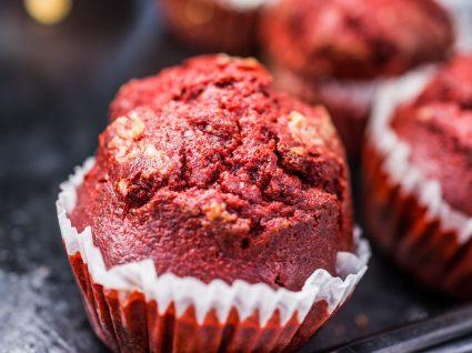 Queques de chocolate e morango: uma massa deliciosa
