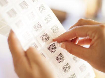 3 formas de remover as etiquetas adesivas