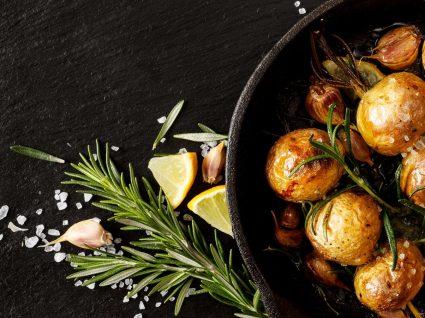Sabe como fazer batatas a murro perfeitas?