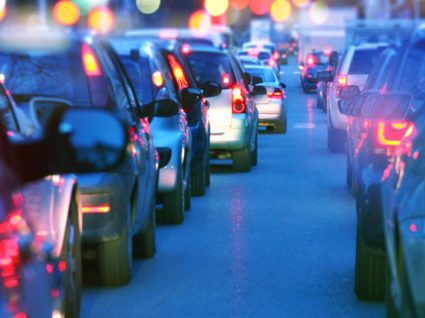 Vive numa rua movimentada? O risco de desenvolver Alzheimer é maior