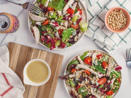 3 saladas de frango ótimas para qualquer refeição