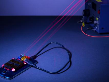 Este é o carregador de telemóvel do futuro e usa lasers