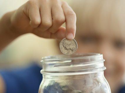 Há uma quantia que pode poupar por dia e virar milionário