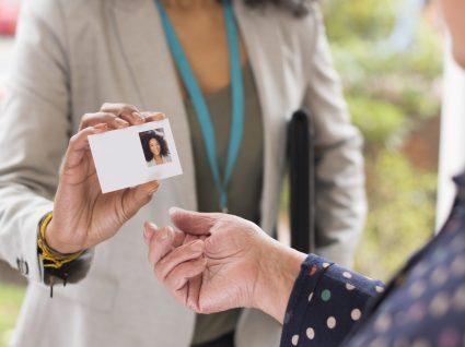 13 cuidados que os idosos devem ter para evitar fraudes