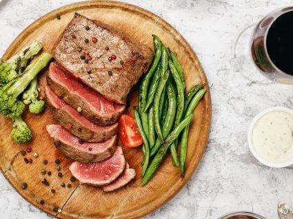 5 alimentos que causam mau odor corporal