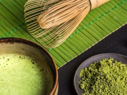 Chá matcha: benefícios e potencialidades do chá em pó