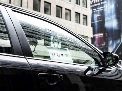 Taxistas exigem apreensão de carros da Uber