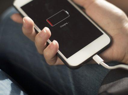 Smartphone com bateria viciada? Saiba o que fazer