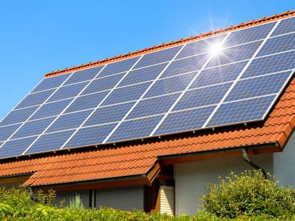 Qual é o tempo de vida útil de um painel solar?