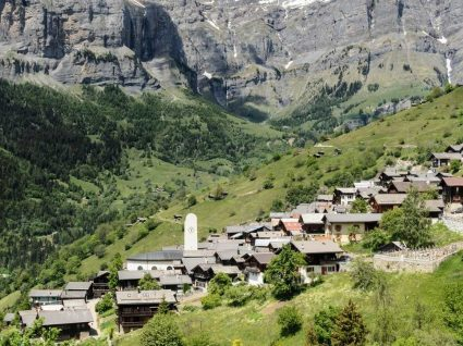 Quer receber até 56 mil euros para viver na Suíça?