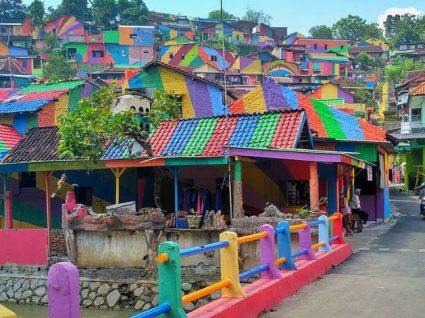 Há uma aldeia colorida na Indonésia que vai querer conhecer