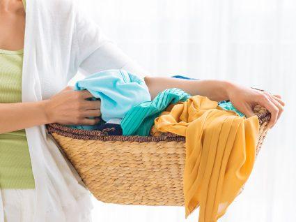 12 truques caseiros para lavar a roupa e deixá-la a brilhar
