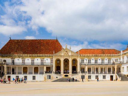 Turistas dão milhares de euros à Universidade de Coimbra