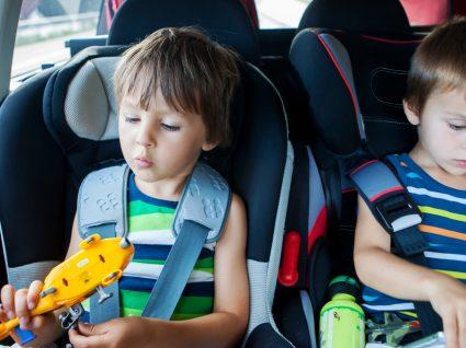 Saiba o que deve ter sempre no carro quando viaja com crianças