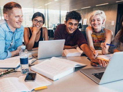 Inscrições abertas: cursos gratuitos e financiados com equivalência ao 12º ano