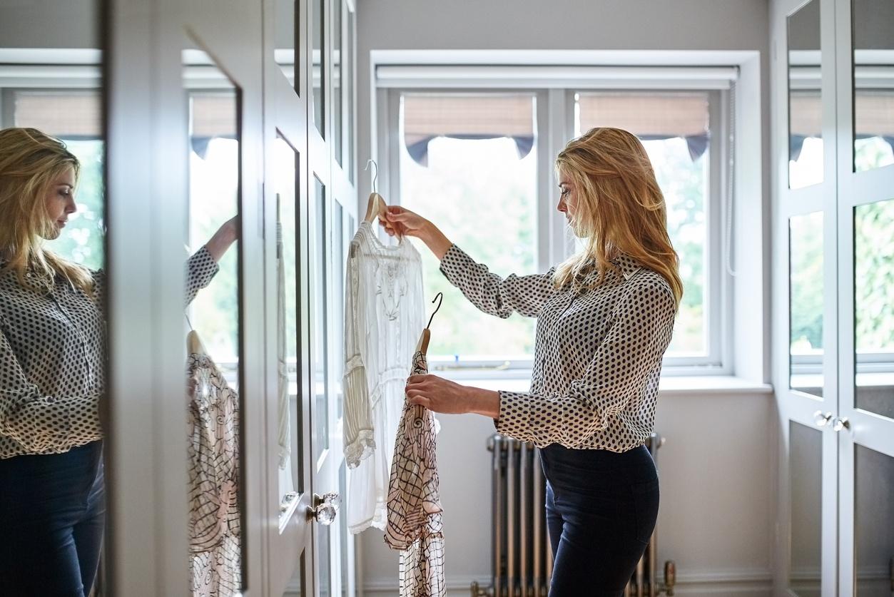 Vender roupa usada: 10 dicas e 5 locais onde vender