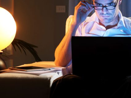 Viciados no trabalho: 4 dicas para relaxar