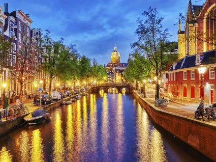 A vida noturna em Amesterdão em quatro paragens obrigatórias