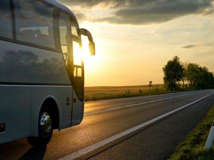 Saiba como e quanto custa viajar de autocarro para o Algarve