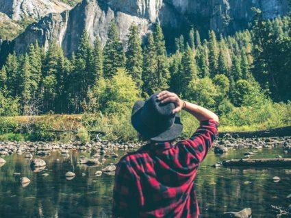 6 dicas para poupar dinheiro ao viajar sozinho
